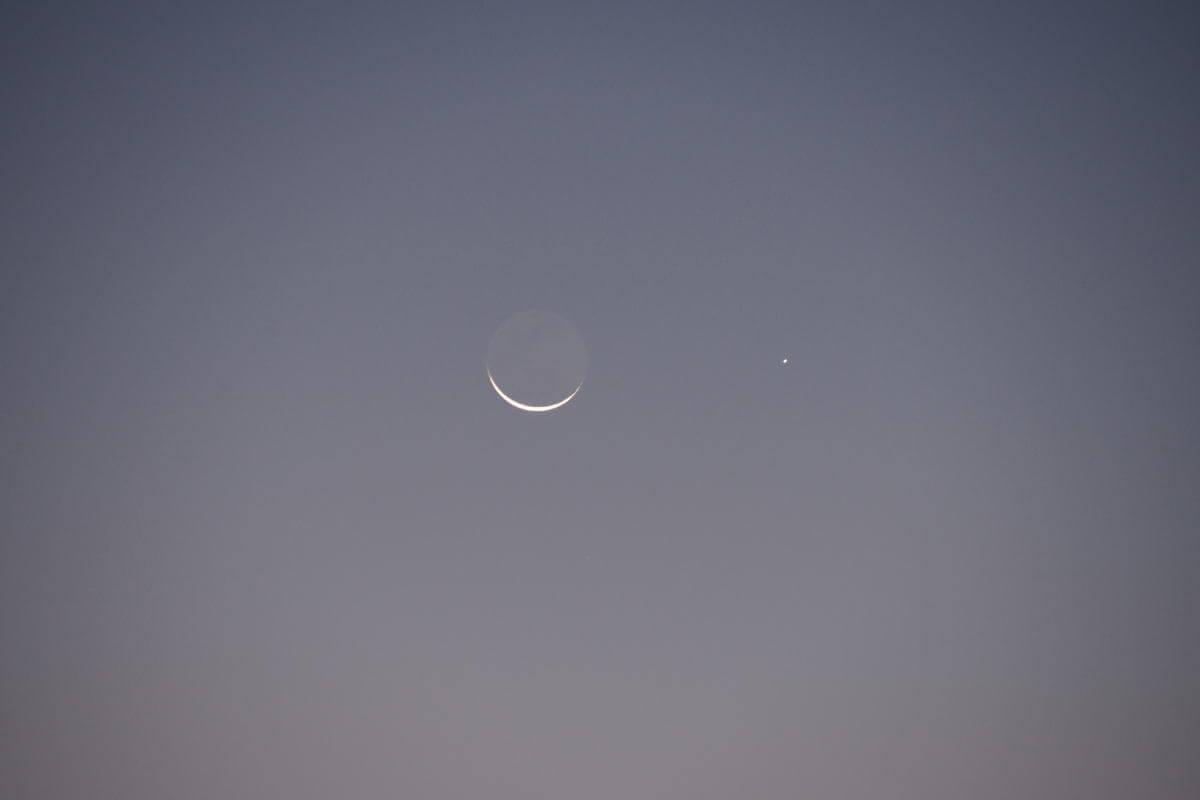 地球照の極細月と水星
