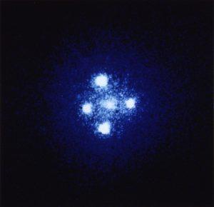 アインシュタインクロスG2237+0305